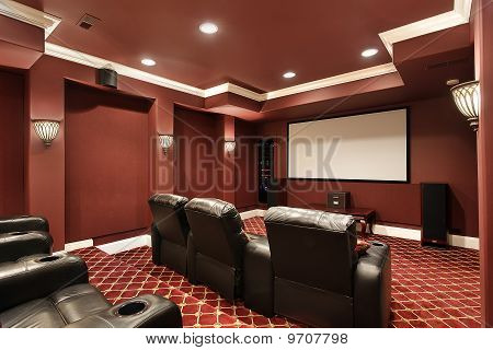 Theater-Zimmer mit Stadium Seating