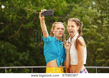 Best Girlfriends Photographed In Park.