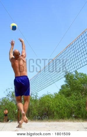 """Pessoas jogando vôlei de praia - careca homem """"Danças"""""""