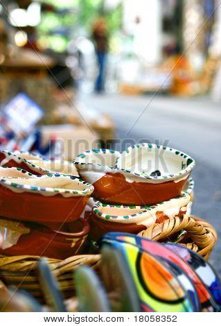 Souvenir-Olive Schalen für den Verkauf auf Seite Straße Shop im Touristengebiet in Portugal