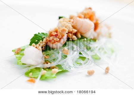 Delicious vietnamese spring roll with lettuce, vermicelli and prawn.