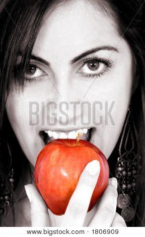Mode Mädchen essen Apple