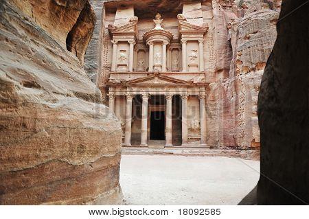 the treasury of Petra ancient city, Jordan