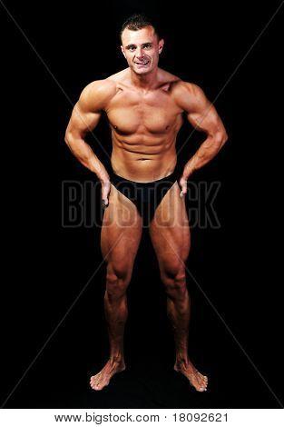 der perfekte männliche Körper isoliert, Bodybuilder-Leistung