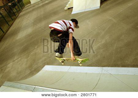 Skateboarding:Backside Air