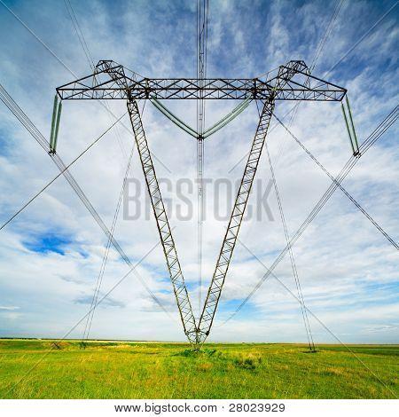 Weitwinkel Foto macht Linie pylons