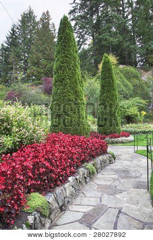 phänomenal wunderschönen und malerischen Garten für Spaziergänge und Aufsicht über Blumen und Bäume