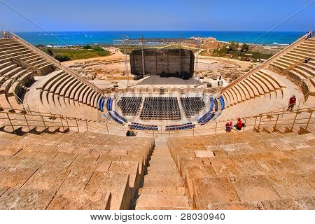 ein Amphitheater von der Zeit der römischen Invasion im Nationalpark Caesarea am Mittelmeer