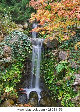 A small decorative falls in the Japanese park of the city of Saratoga, the USA