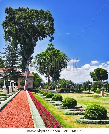 Magnificent park near to center Bahai of religion in ?kk?