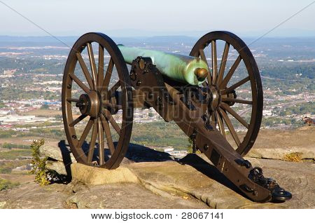 cannon on the edge of Lookout Mountain