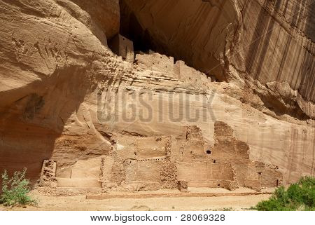 White House native american indian cliff dwelling ruins in Canyon De Chelly