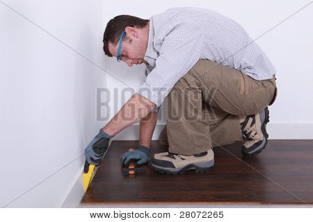 joiner laying parquet