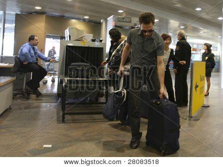 Moscú - 11 de abril: Aeropuerto internacional Sheremetyevo aumenta el número de vuelos cancelados a UE
