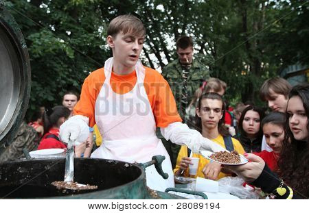 MOSCOW - JUNE 22: Youth patriotic action Memory Watch the Eternal Flame and the Tomb of the Unknown Soldier (distribution of the front soldering), June 22, 2010 in Moscow, Russia.