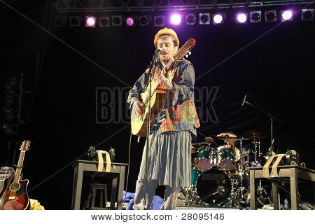 Tom Ze in concert, July 2003
