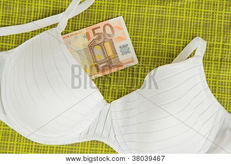 Lingerie com dinheiro