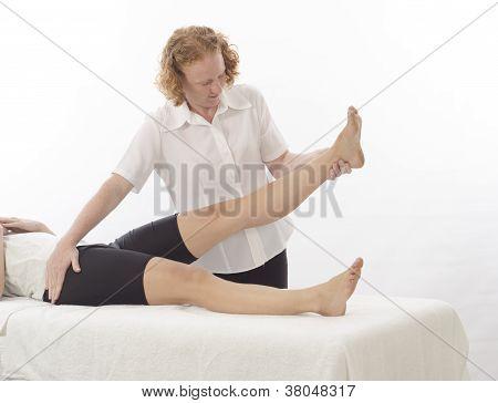 Fisioterapeuta tratar perna