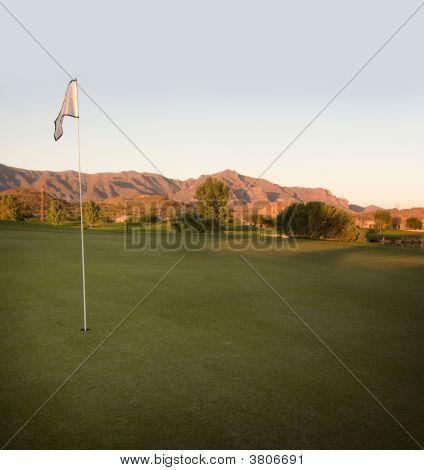 Salida del sol en la mañana en el desierto de Arizona Golf