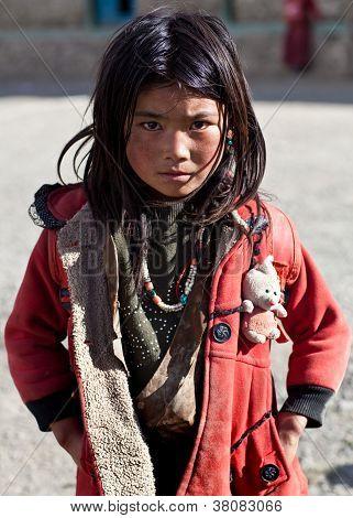 Menina tibetana