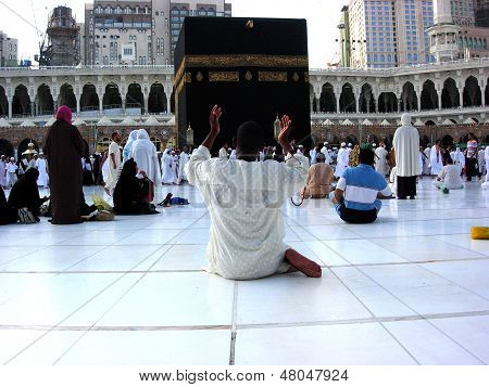 Muslims raised their hands in prayer during Ramadan Mubarak around the Kaaba