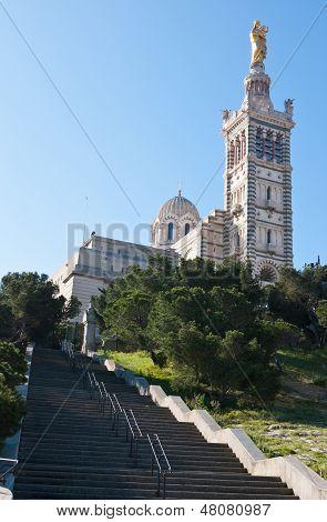 La iglesia en la parte superior