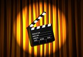 Movie Clapper Board gegen Vorhang