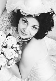 image of glans  - Black and white portrait of young brunette bride with a bouquet - JPG