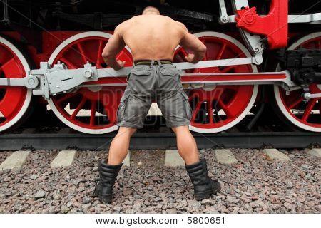 Bodybuilder and train. Andrey Popov - World champion (WFF)