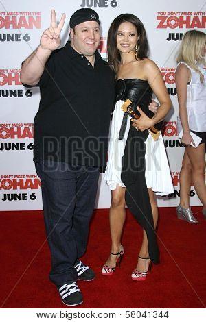 Kevin James and Steffiana De La Cruz  at the