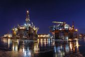 picture of shipyard  - Repair of the oil rig in the shipyard - JPG