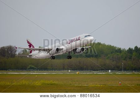 BUDAPEST, HUNGARY - MAY 5: EasyJet A320 taking off Budapest Liszt Ferenc Airport, May 5th 2014. Qatar airways uses Doha as a hub