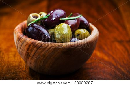 Green and black olives in the bowl
