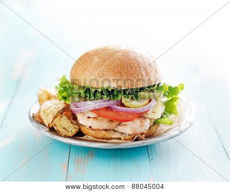 grilled chicken sandwich with chips