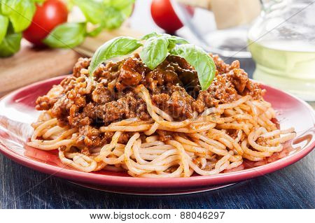 Spaghetti Bolognese With Cheese And Basil