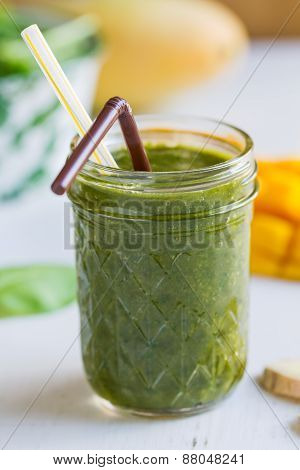 Mango With Spinach And Ginger Smoothie