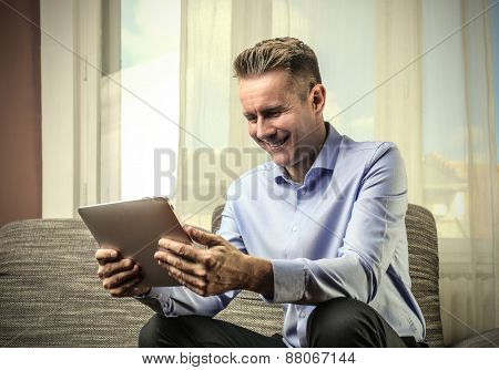 Manager using a tablet