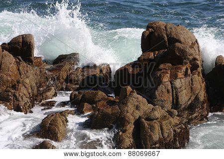 Rocks And Waives