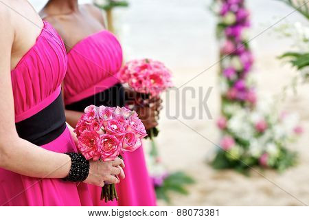 pink roses bridesmaids bouquets