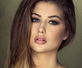 pic of natural blonde  - Beauty portrait of blonde young natural woman - JPG