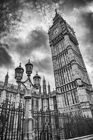 image of lamp post  - Big Ben and the golden and green lamp post - JPG