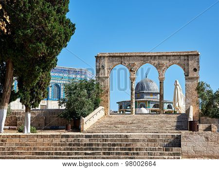 Arch Next To Dome Of The Rock Mosque In Jerusalem