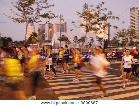 marathon runners starting line