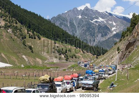 Cars With Passengers Stuck At The Pass On The Way Srinagar - Leh, Himalayas. India