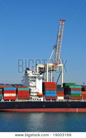 Transport ship unloading/loading