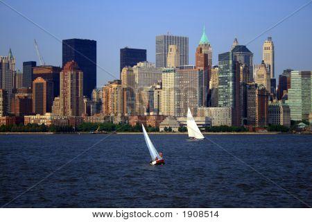 Skyline de la ciudad de Nueva York y barcos