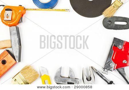 Muchas herramientas de trabajo de mano sobre fondo blanco