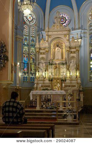Interior de la iglesia en Marija Bistrica, Croacia.