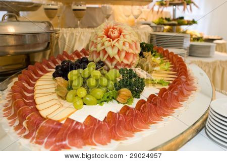 Food arrangement with ham and fruits