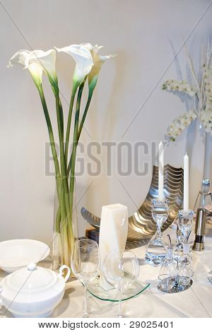 Wedding table decorated with calla lily bouquet